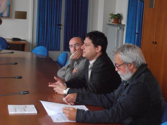 Da sinistra: Antonio Serra, creatore della serie di fantascienza a fumetti Nathan Never; Paolo Musso, docente di Fantascienza nei media e nella letteratura; Fabio Minazzi, presidente del Corso di Laurea in Scienze della Comunicazione.