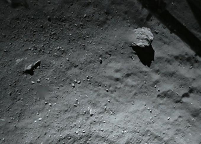 Il suolo di 67P/Churyumov-Gerasimenko da soli quaranta metri d'altezza
