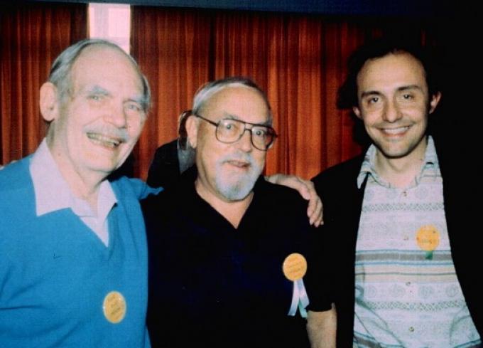 Una foto (di una quindicina di anni prima) con Roberto Quaglia (a destra) e Harry Harrison (al centro). Quello a sinistra è Frederilk Pohl.