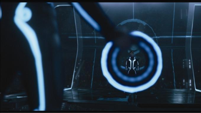 Nel gioco ovviamente si combatte e, trattandosi di Tron, tutto ruota attorno ai dischi