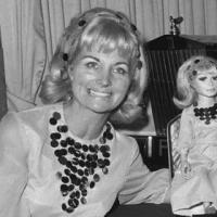 """Dalla Luna con amore: la """"saga"""" dei coniugi Gerry e Sylvia Anderson"""
