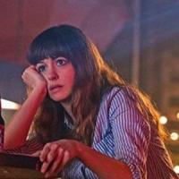Colossal: Anne Hathaway è il Kaiju che sta distruggendo Seul nel nuovo trailer