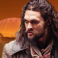 See: Apple porta Jason Momoa nel futuro