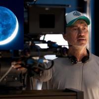 Moonfall: Roland Emmerich torna a distruggere la Terra