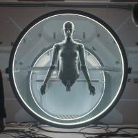 Archive: Theo James crea un androide per ridare vita a sua moglie