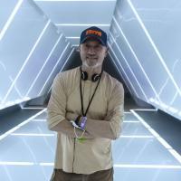 Moonfall: Roland Emmerich rivela il suo film indipendente da 140 milioni di dollari