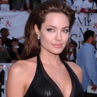 Angelina Jolie passa da Wanted 2 a Gravity
