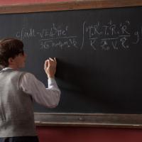 Nuove immagini e sinossi estesa per La Teoria del Tutto